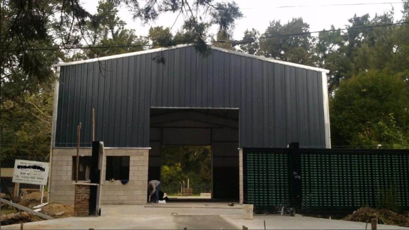 Galpón ideal para depósito ubicado a 2 cuadras de Ruta 8