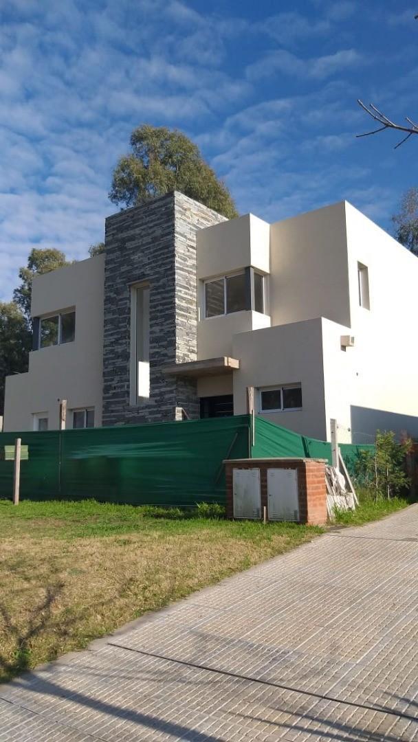 Casa en Venta en Pilar del Este - San Eduardo - 5 ambientes