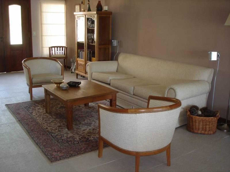 Casa - 250 m²   6 dormitorios   A Estrenar