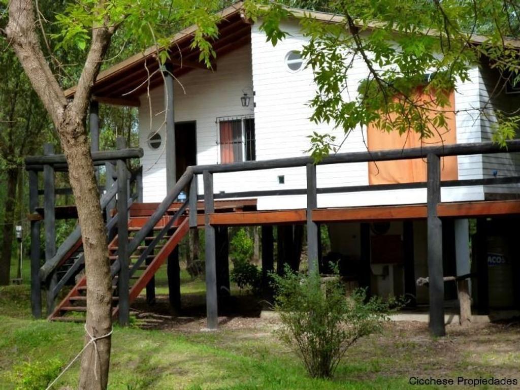 Hermosa cabaña que se encuentra en el RIO CARAPACHAY KM 17,,  a 20 minutos del PARANA DE LAS PALMAS
