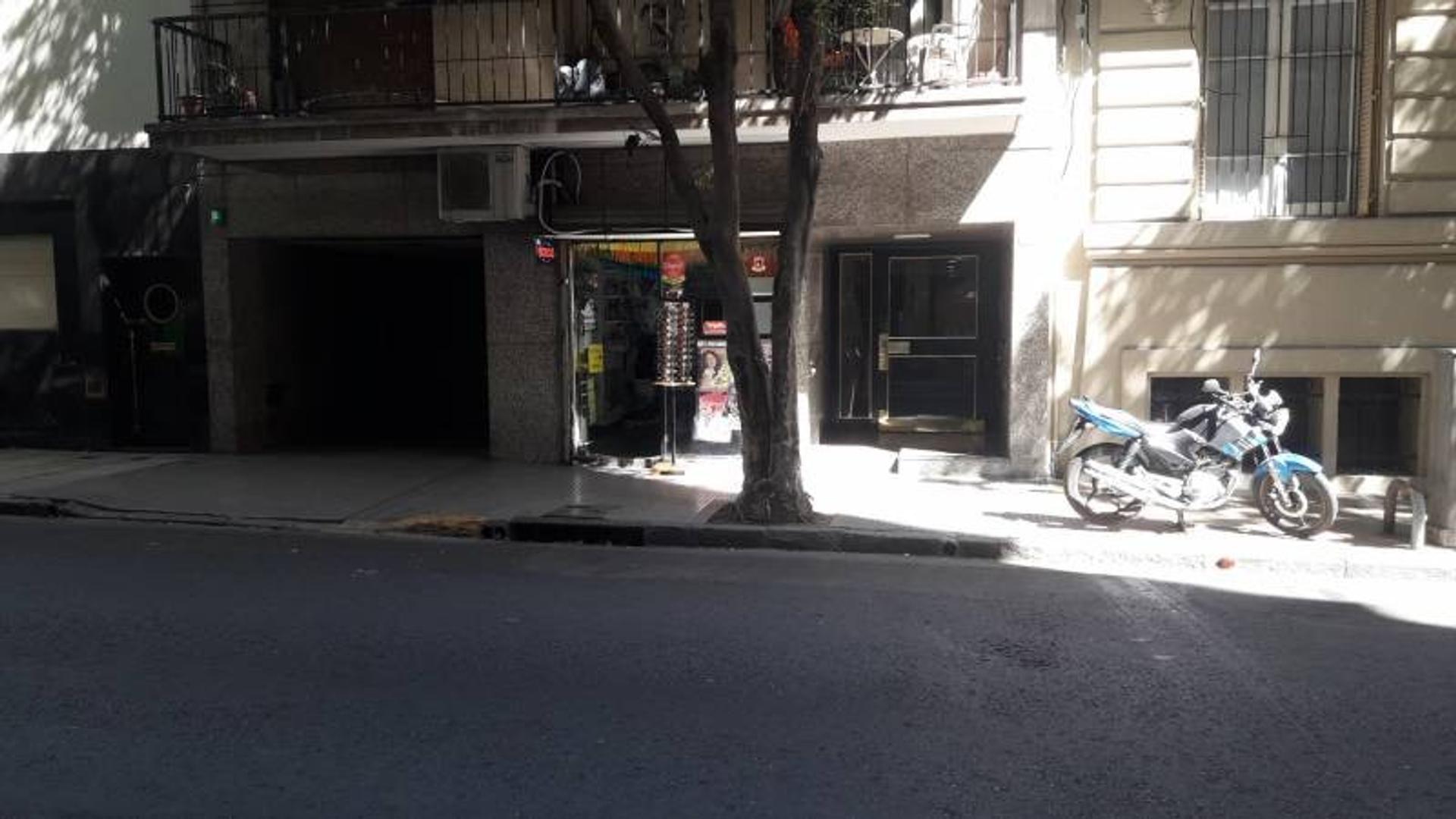 Cuatro Ambientes a la calle con cochera y baulera