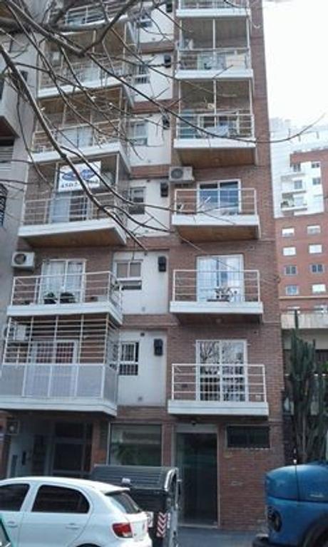 Semipiso de 2 ambientes amplios al frente con balcón