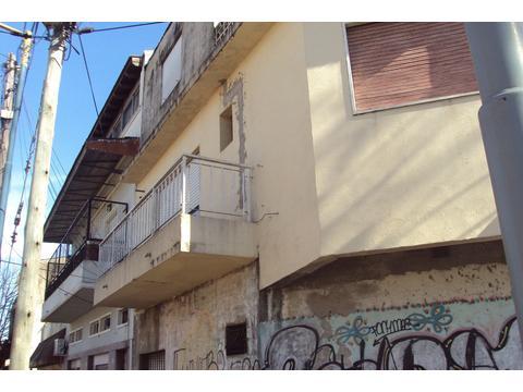 4 ambientes tipo casa en esquina frente todo luz y sol con terraza