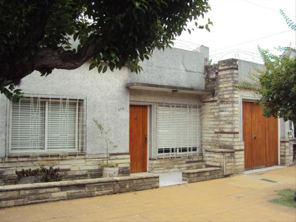 Casa en Alquiler de 3 ambientes en Buenos Aires, Pdo. de Moron, Moron, Moron Sur