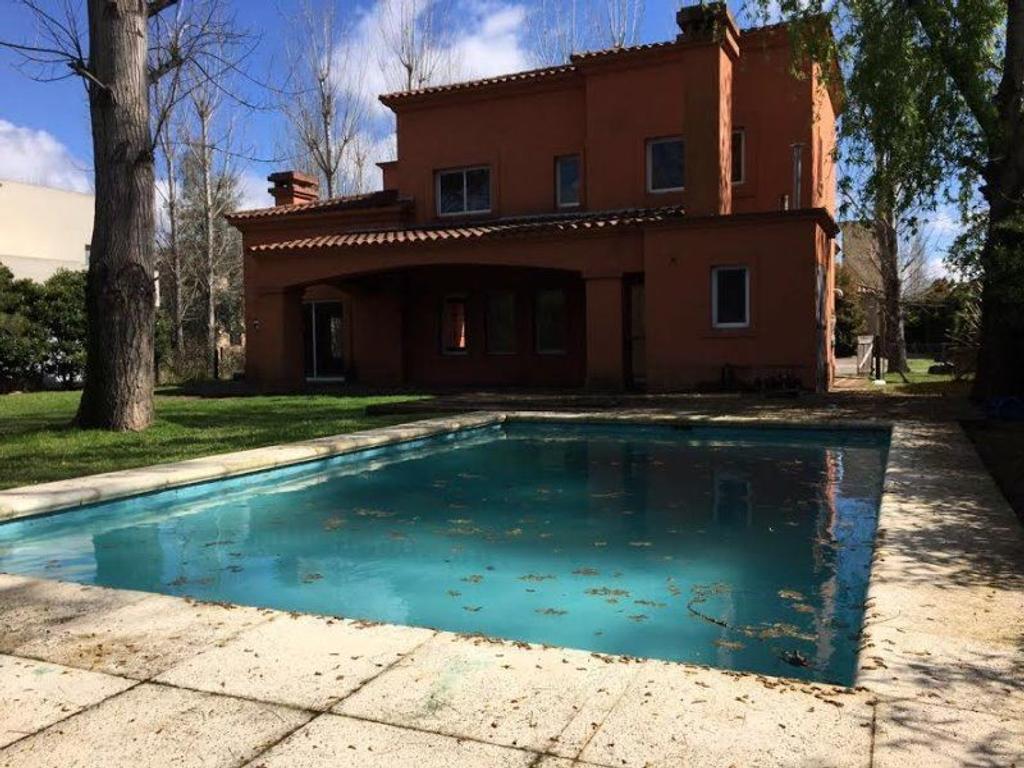 Susana Aravena Propiedades-Excelente casa en venta en La Pradera