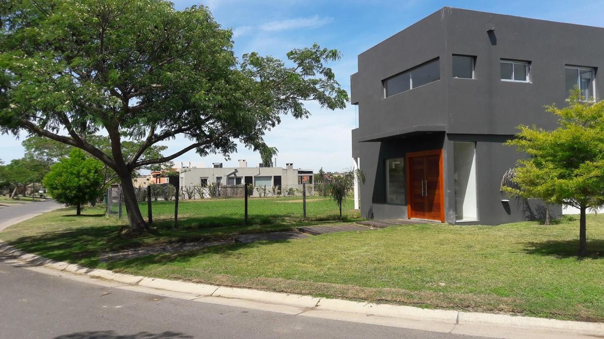 Casa en Venta / Alquiler - Barrio Cerrado San Marco, Villanueva