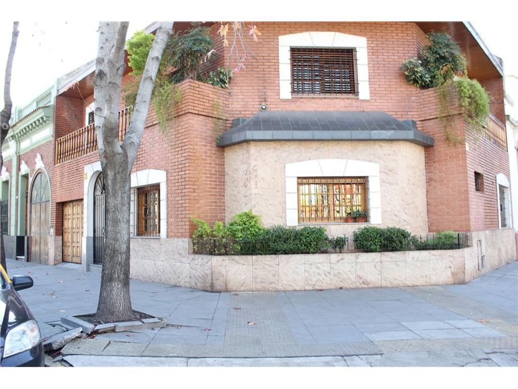 Casa 6 Ambientes-Patio,balcòn  Parrilla yPlayroom