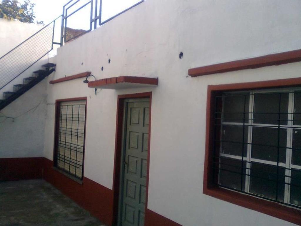 Departamento tipo casa de 4 ambientes con patio propio  - Alquiler y Venta - Lanus Oeste