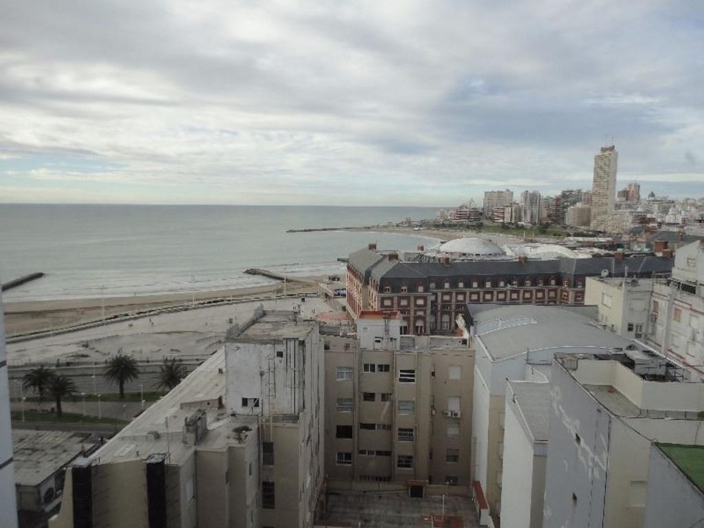 Dpto. 3 Amb a la calle c/ Balcon Francés y Cochera   Edificio Torre Odeón   Plaza Colon  