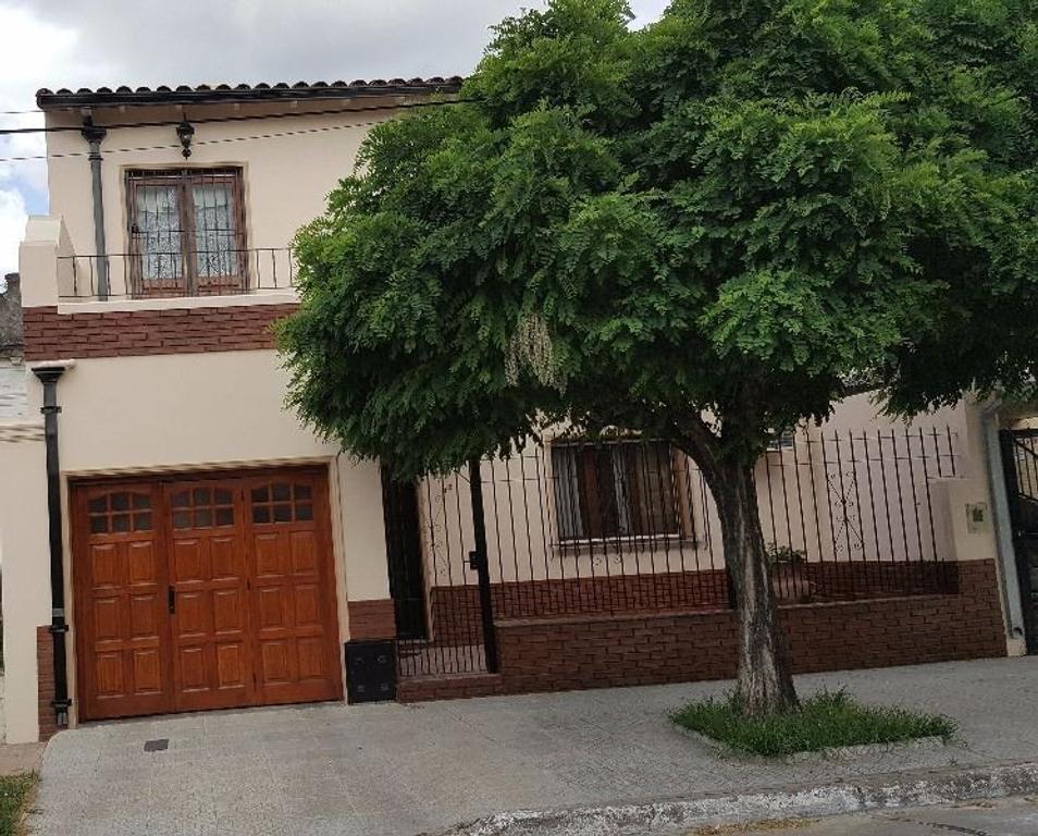 Casa 4 amb. abn2 plantas imprcable, con garage, fondo y qincho, ideal familia