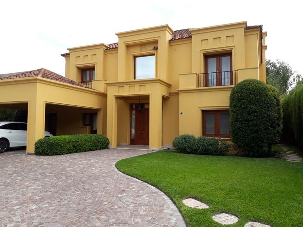 Santa Bárbara - Casa impecable y muy luminosa