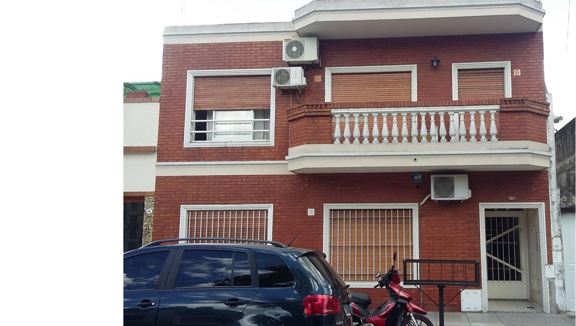 Departamento tipo casa 2 ambientes  1ª piso por escalera