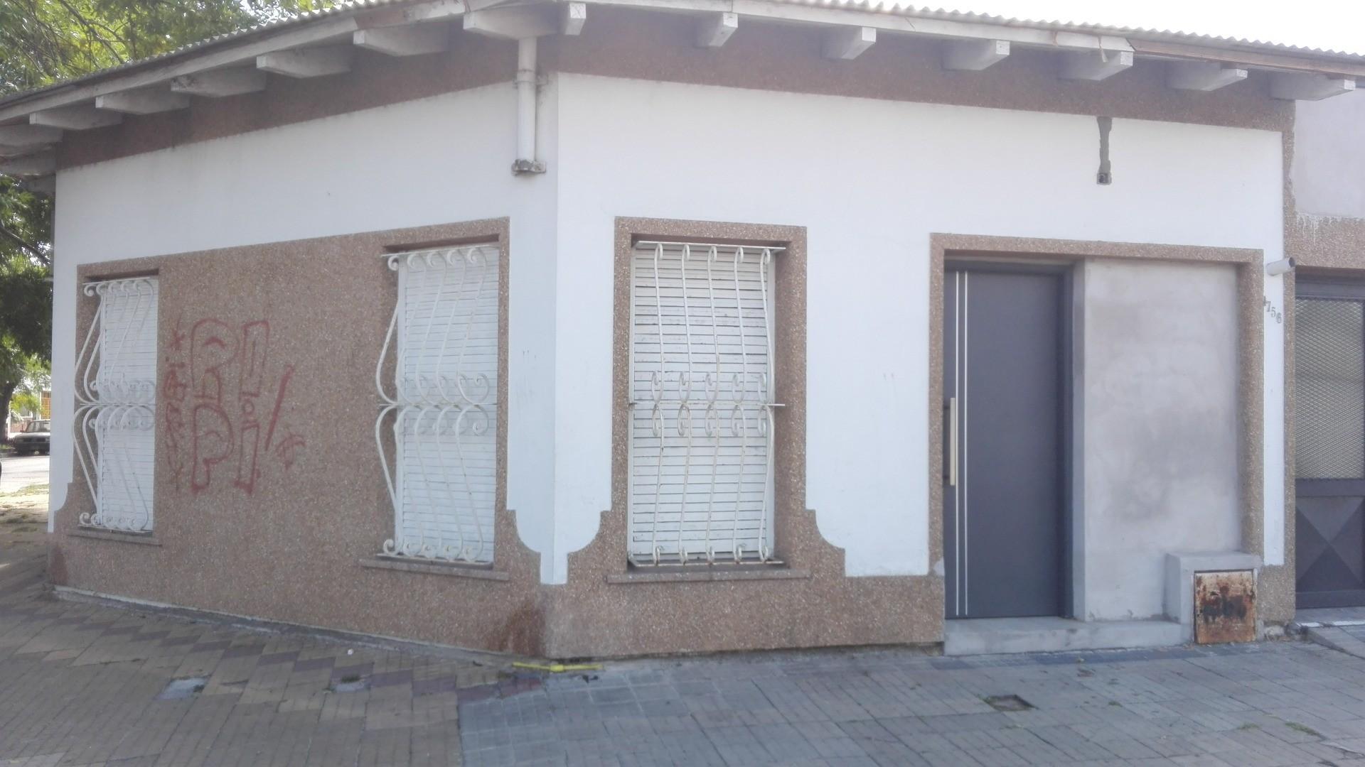casa 2 dormitorios, cochera, 27 y 68