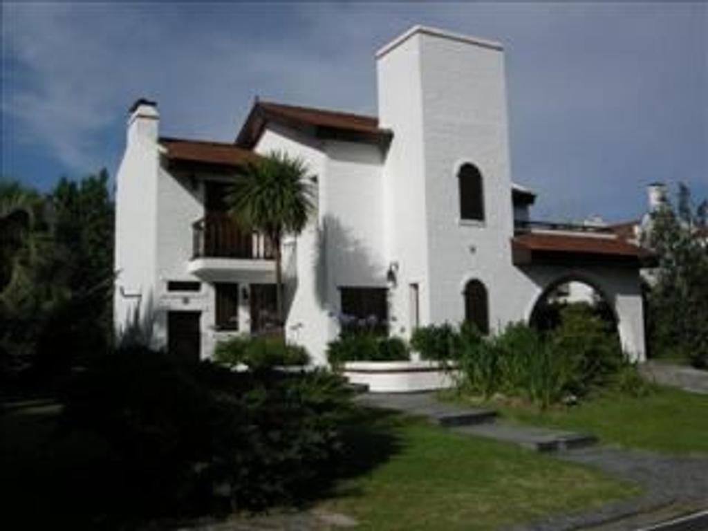 Casa en Venta de 5 ambientes en Buenos Aires, Pdo. de Escobar, Countries y Barrios Cerrados Escobar, Aranjuez
