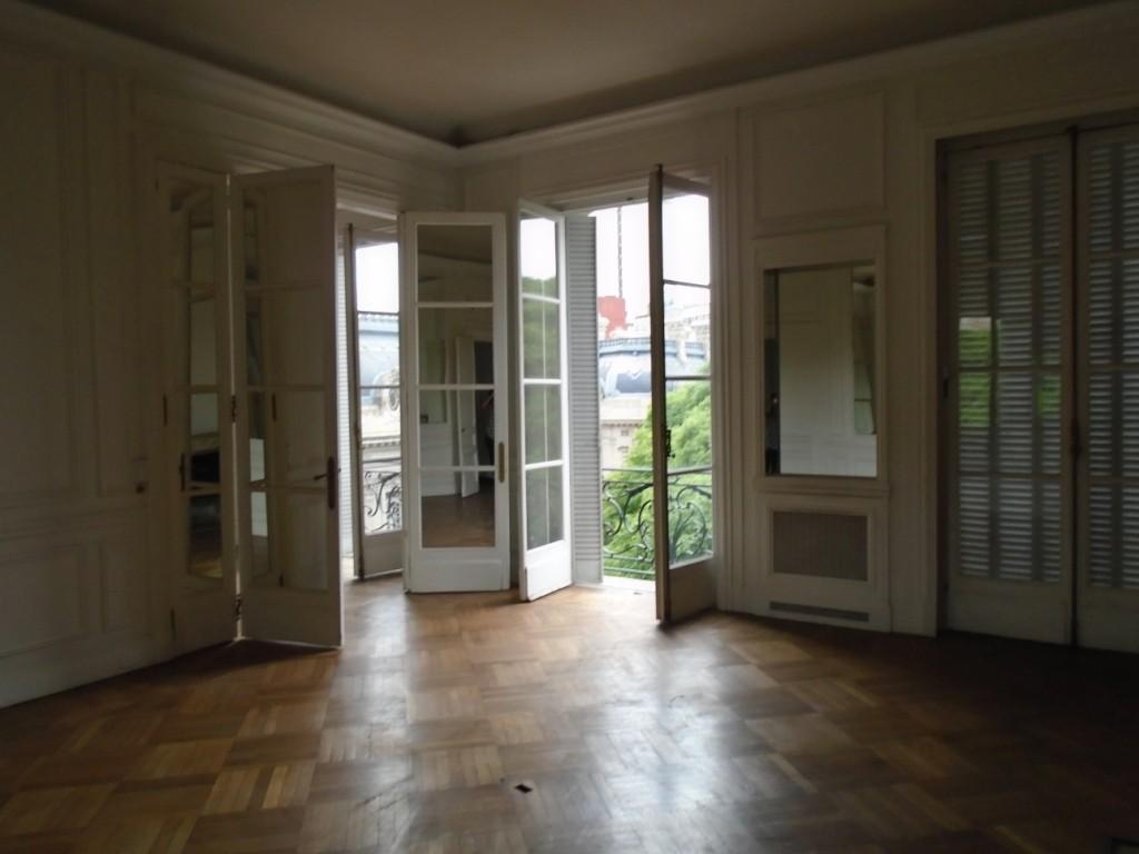 Edificio frances de gran categoría, Palacio Saint.