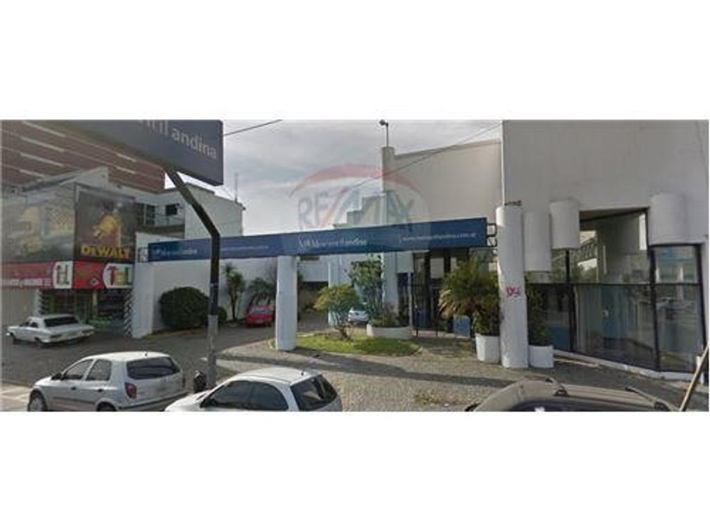 OFICINAS y DEPÓSITO C/SALIDA A 2 CALLES 1438m2