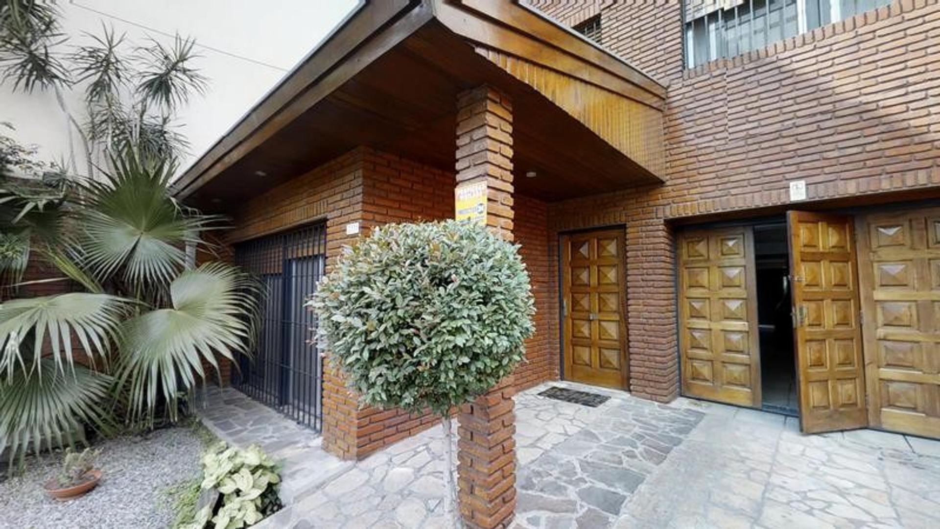 Casa - 5 Dormitorios - Jardin - Pileta - 2 cocheras - Venta