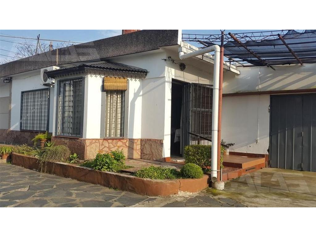 Excelente propiedad con locales sobre Av. Brandsen, Ituzaingó Norte
