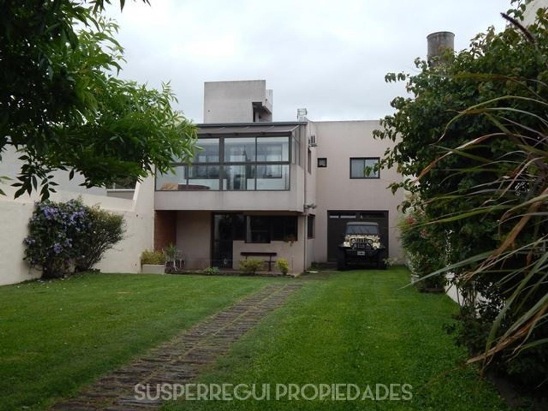 Casa Apto Banco de 5 Dormitorios con Parque y Pileta - Calle 42 e/ 27 y 28 La Plata