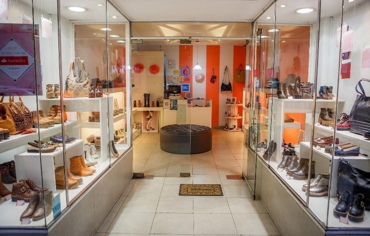 Excelente local en venta centro comercial Villa Urquiza con renta