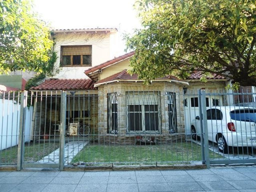 RESERVADA - Casa de 4 ambientes y jardin