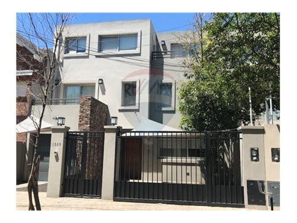 Moderna casa en alquiler - Libertador al Río -