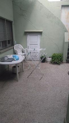 Primer piso unico por escalera , 5 ambientes, cocina comedor, con patio y terraza,