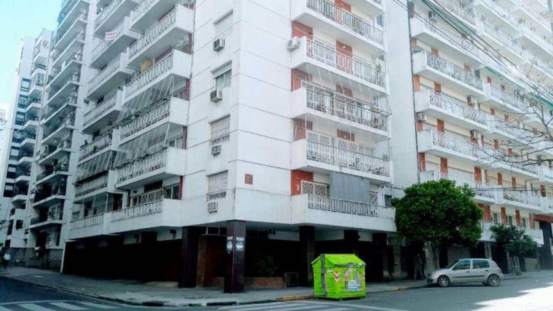 Tucumán y San Martín. Balcones. Norte/Este. Sólida construcción.