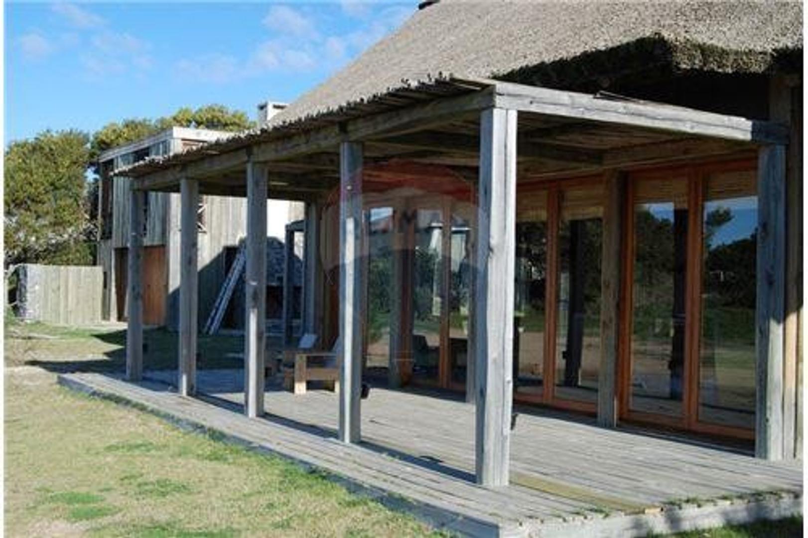 Casa en Alquiler Por Temporada en José Ignacio - 6 ambientes