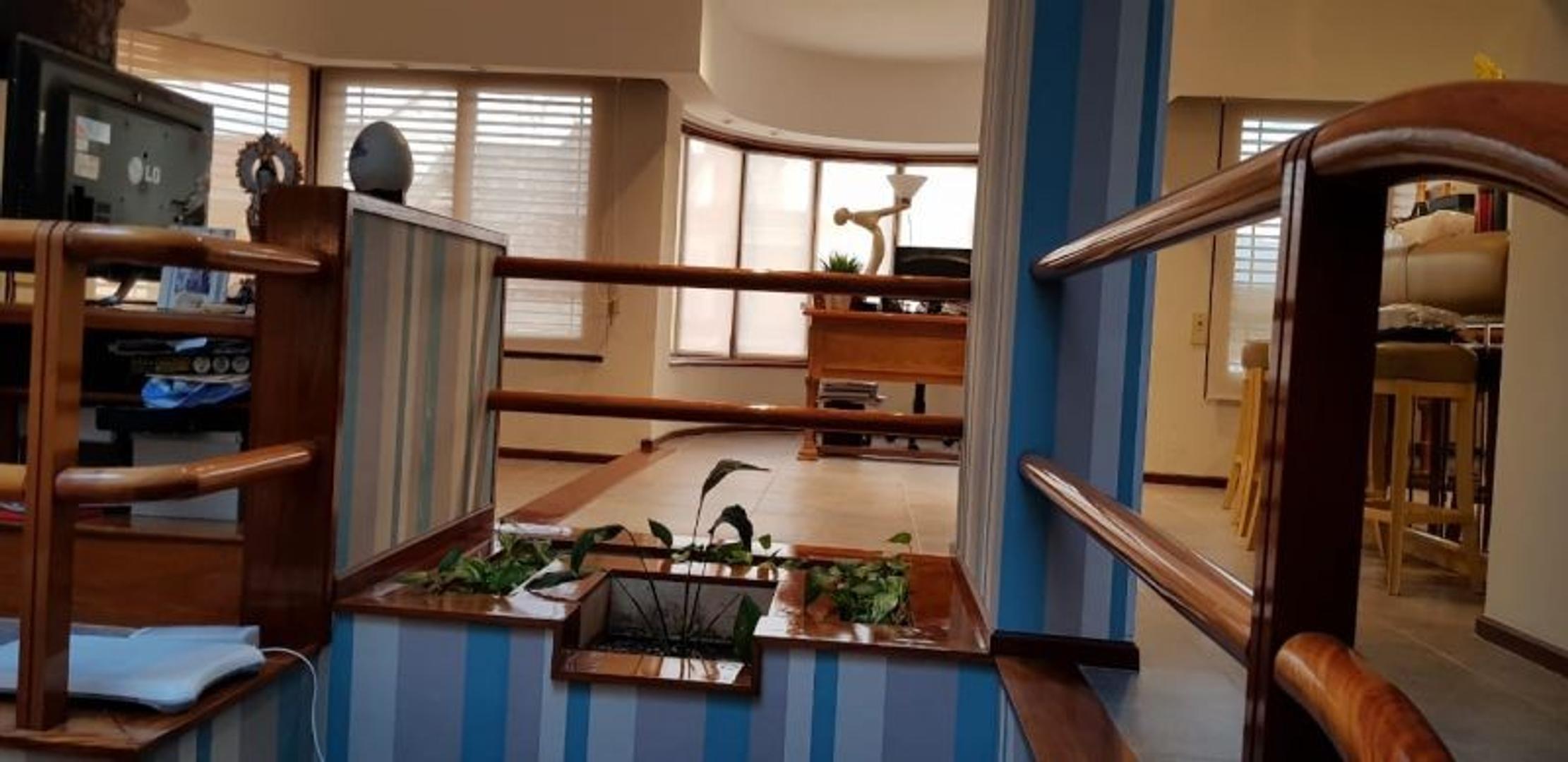 Casa en Venta en Liniers - 7 ambientes