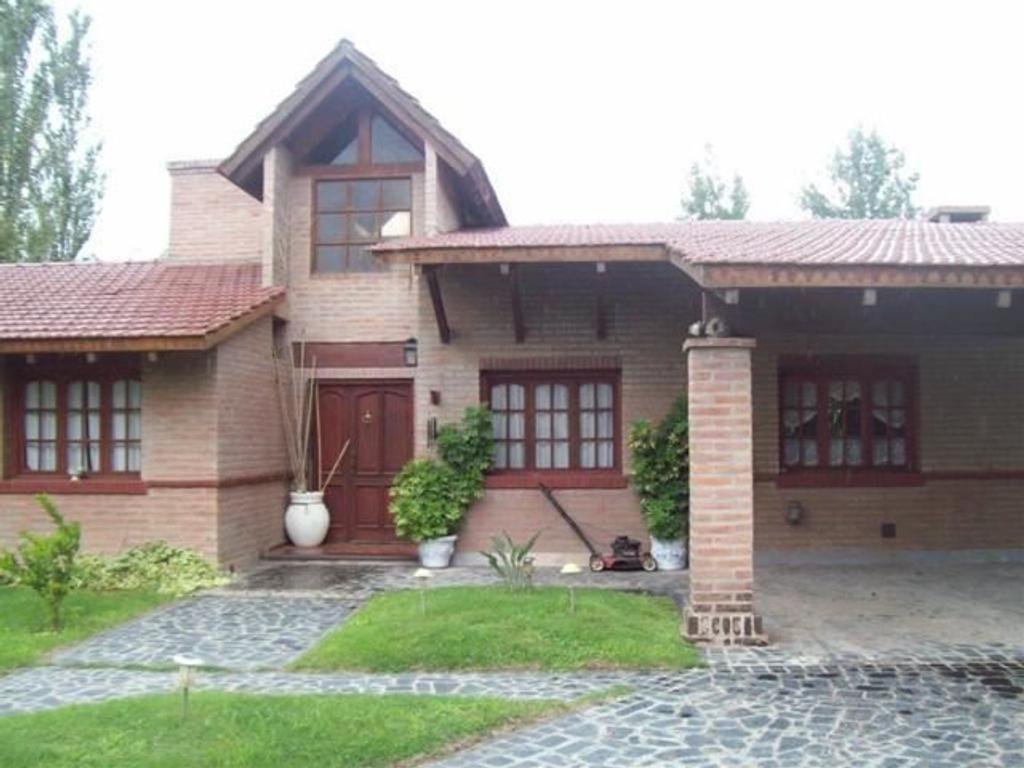 """Casa 3 Dormitorios – Villa Allende – """"La Herradura"""" – Categoría!"""