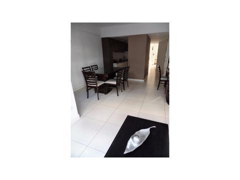 Dueño vende excelente semipiso de 3 ambientes con cochera cubierta y baulera. Zona Plaza Colón