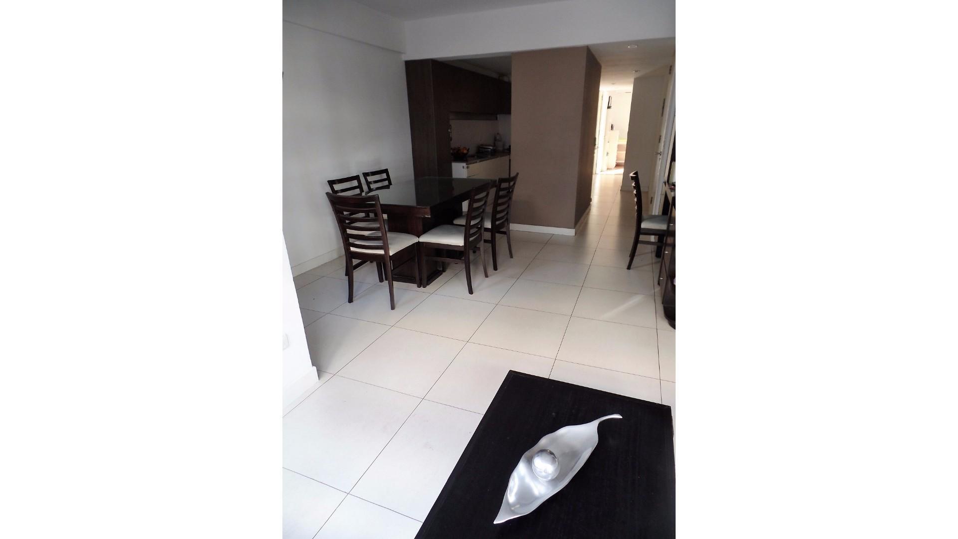 Dueño vende excelente departamento 3 ambientes con cochera y baulera.