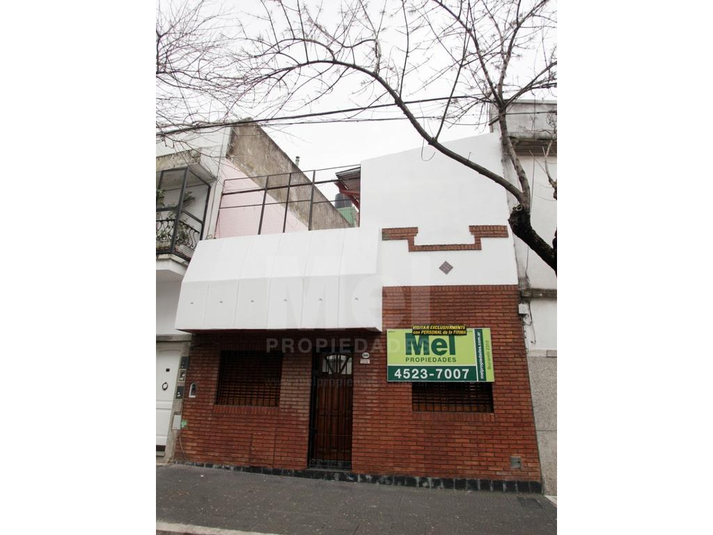 Casa buen estado con lote propio 6.60 x13, 2 dormitorios o 3º dormitorio o escritorio, cocina, baño.
