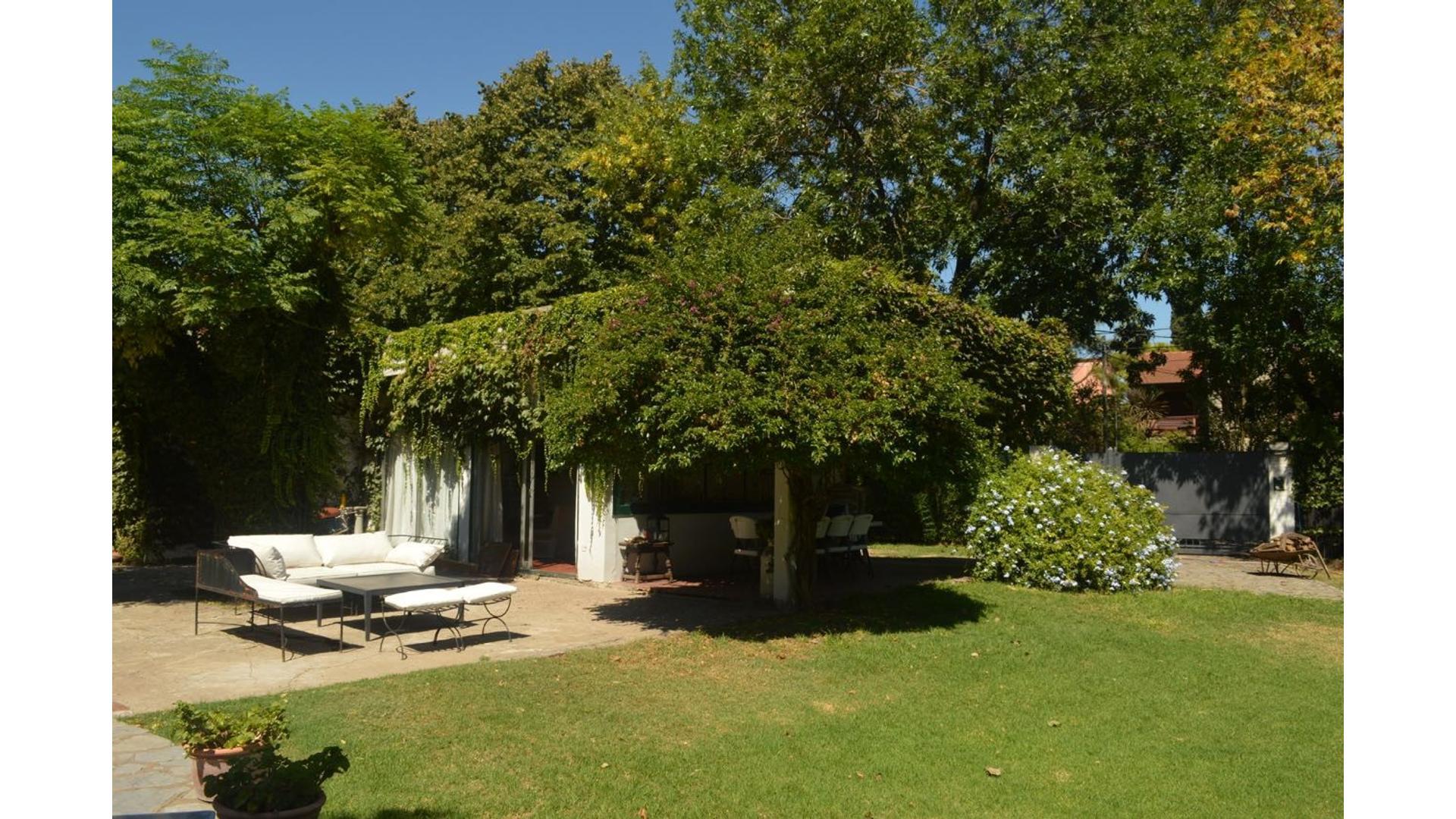 Casa espaciosa, excelente ubicación, zona Triángulo