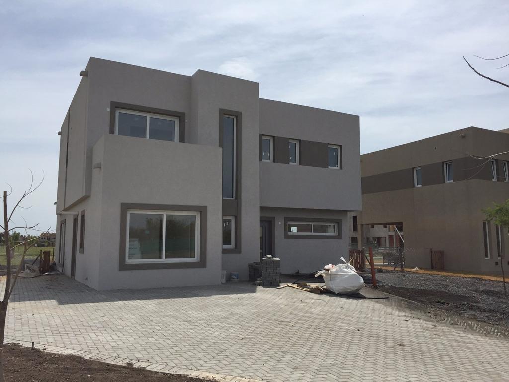 Preciosa casa 200m2 barrio Castaños - Nordelta