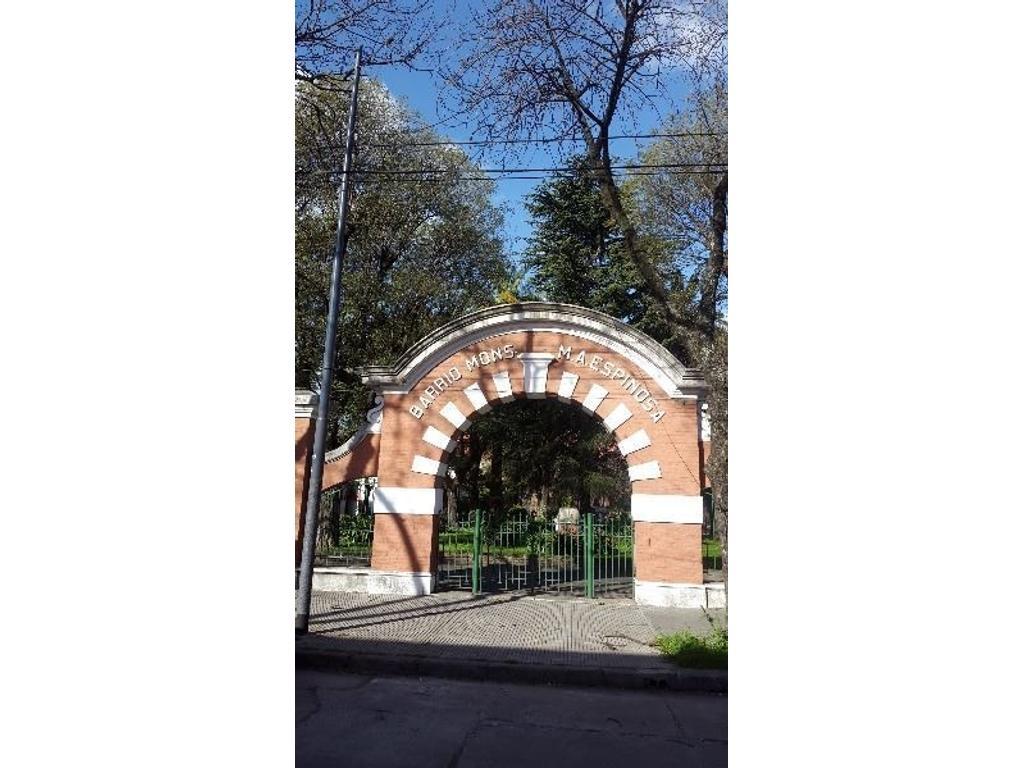 Casa 4 ambientes con cochera en Barrio Monseñor Espinosa