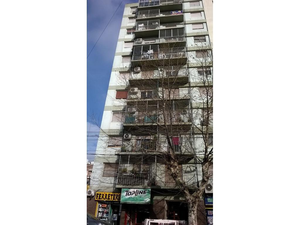 departamento de tres amb a dos cuadras de la estacion de ramos mejia apto credito contrafrente