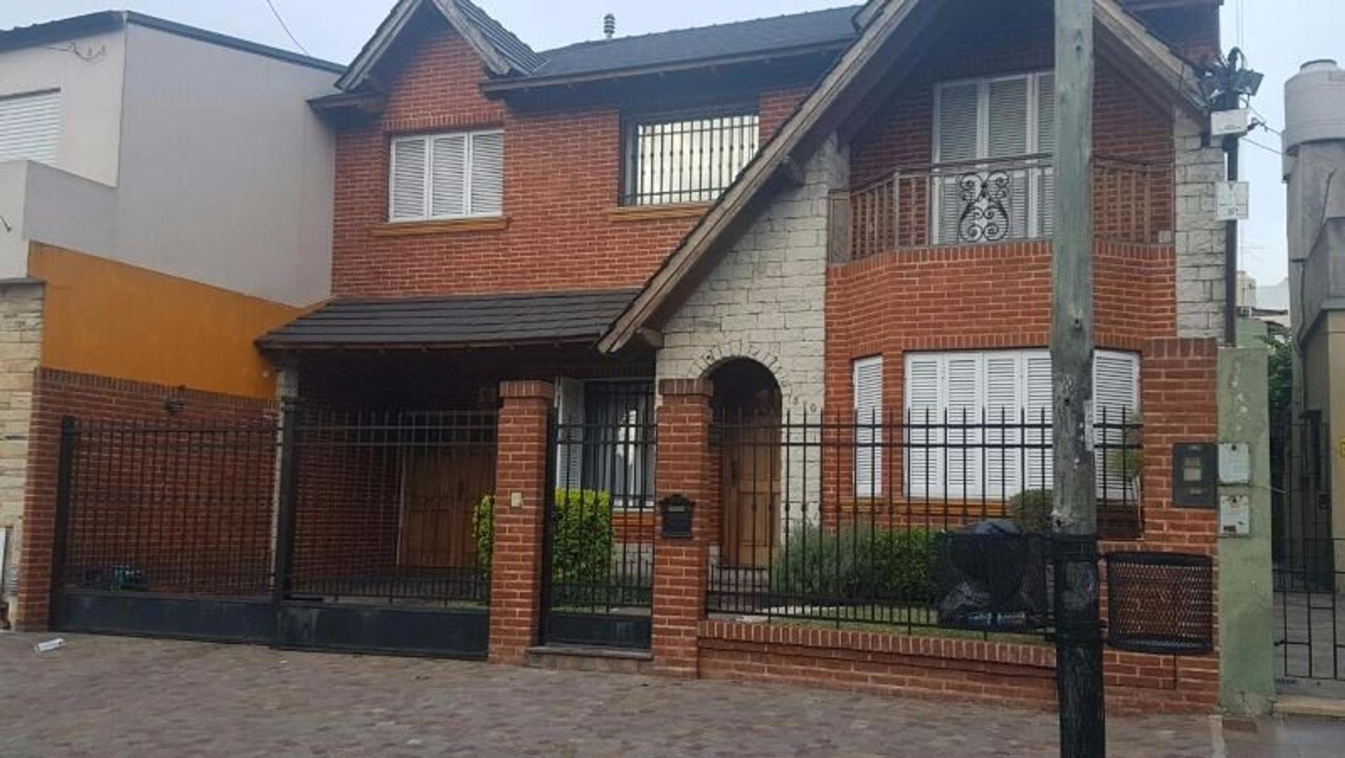 Casa en Ramos Mejía, La Matanza, Buenos Aires USD 480000 - Medrano 370 (Código: 486-451)