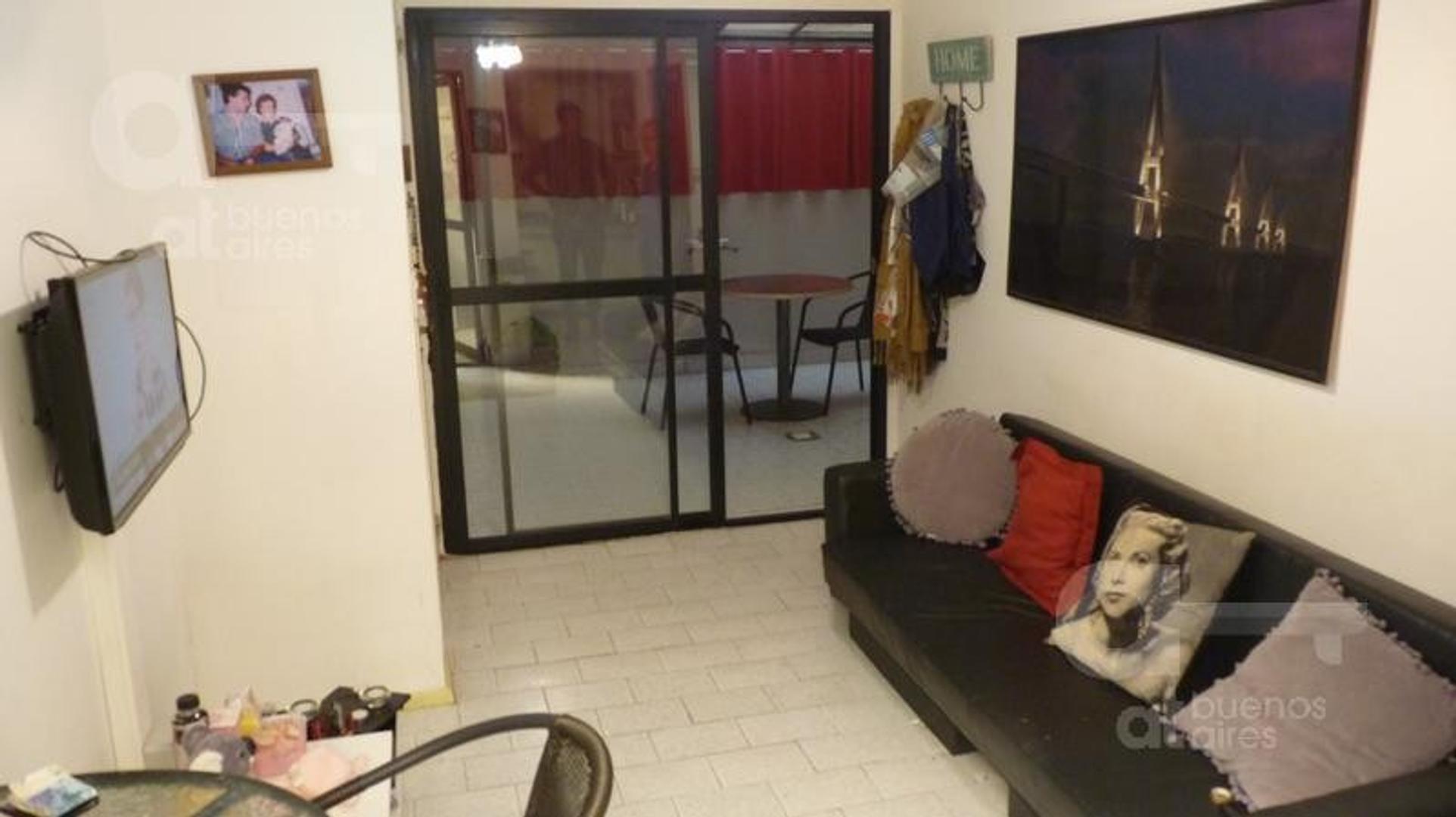San Telmo. Departamento 2 ambientes con patio. Alquiler temporario sin garantías.