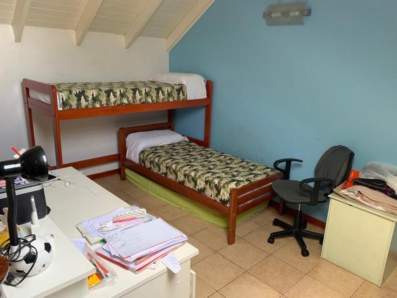 Casa en Villa Ballester con 3 habitaciones