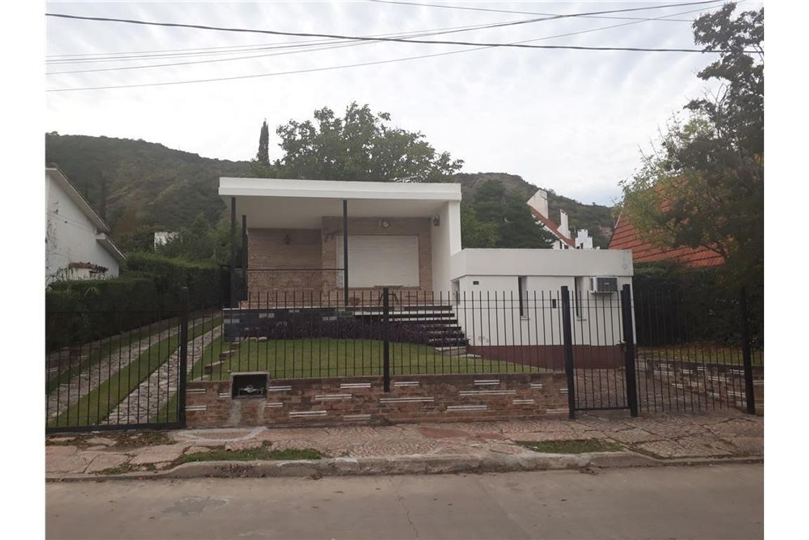 VENTA CASA Bº J.MUÑOZ V. CARLOS PAZ - APTO CREDITO