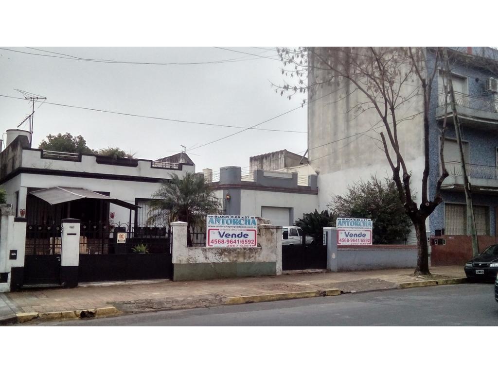 LOTE DOBLE FRENTE CON 2 VIVIENDAS SE VENDE SEPARADOS ó EN BLOCK