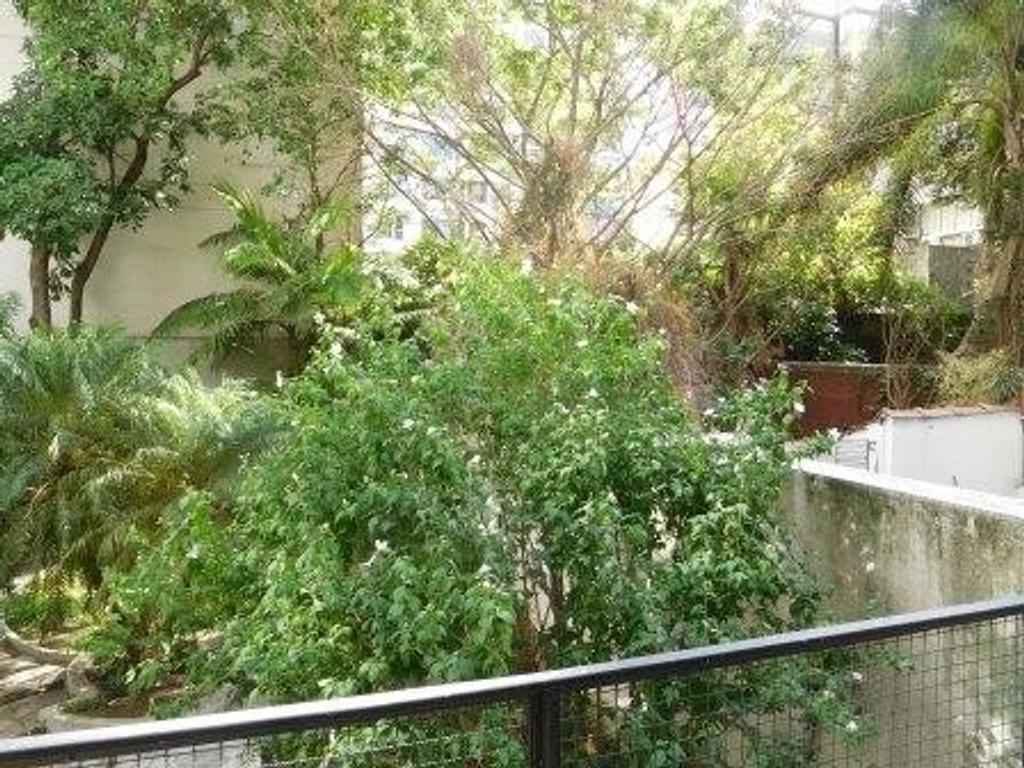 Semi piso en Recoleta con vista a pulmón verde.