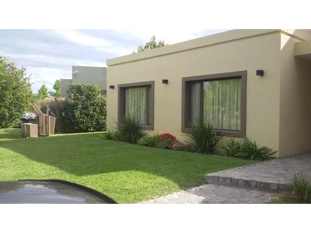 Fincas de Iraola 2 - Casa con 3 dormitorios, pileta y parque - Excelente estado