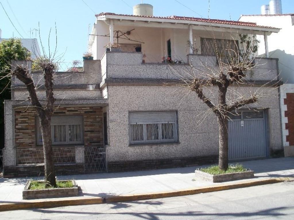 Casa en 2 plantas de 4 amb.en la mejor zona de Fátima. Apto Credito.