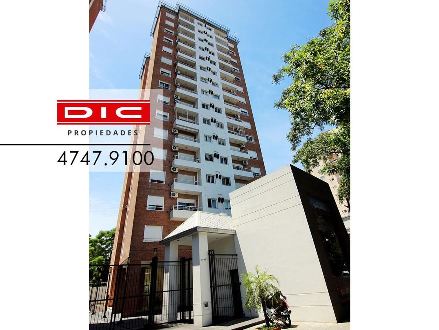 Excelente departamento 2 ambientes con balcon y baulera. Exc ubicacion en pleno Beccar.