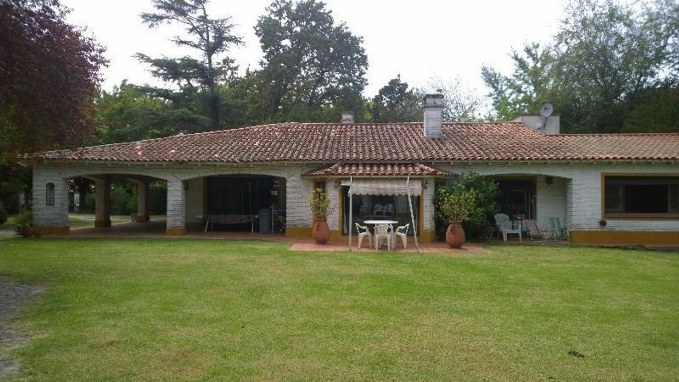 Hermosa Quinta, casa de 4 ambientes, pileta, cancha de paddle, quincho, casa de caseros 3200 m2