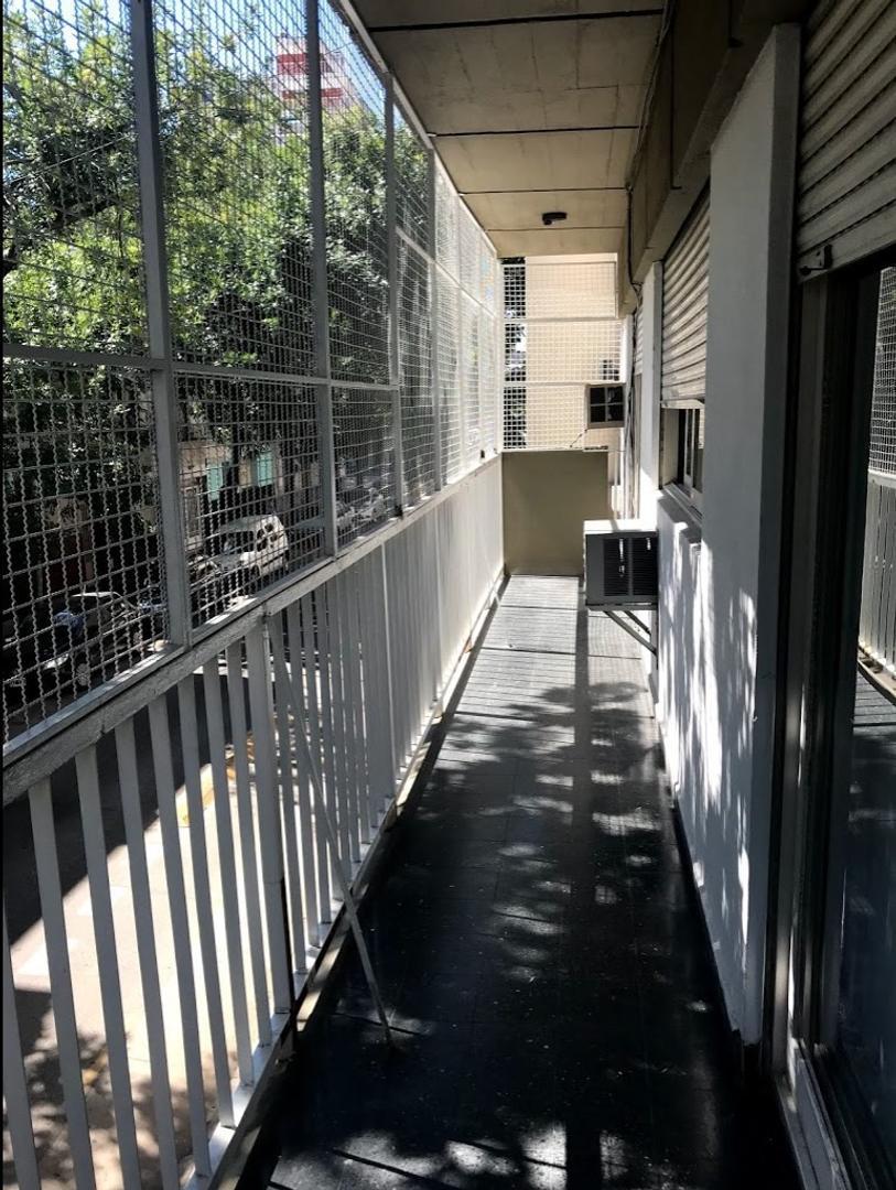 4 amb con patio y balcón