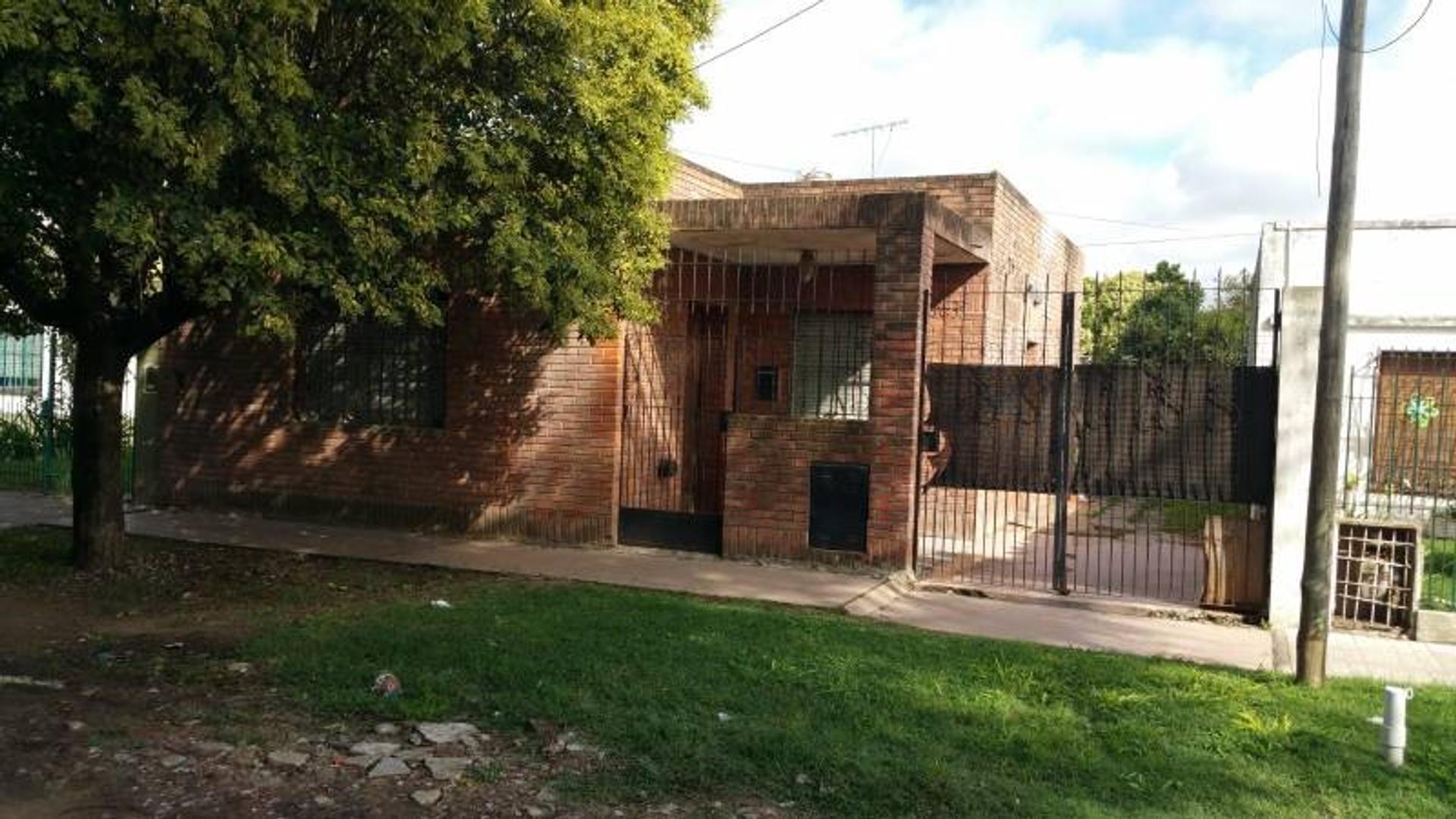 Oportunidad!!!Casa en venta 3 amb!!! Merlo!!! A reciclar!!!!